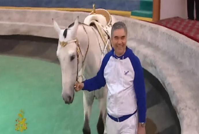 Президент Туркмении выступил в цирке
