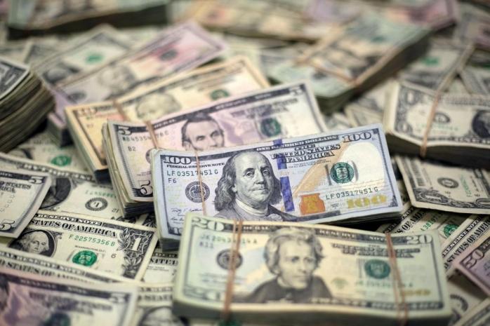 Курс доллара продолжает расти в Казахстане