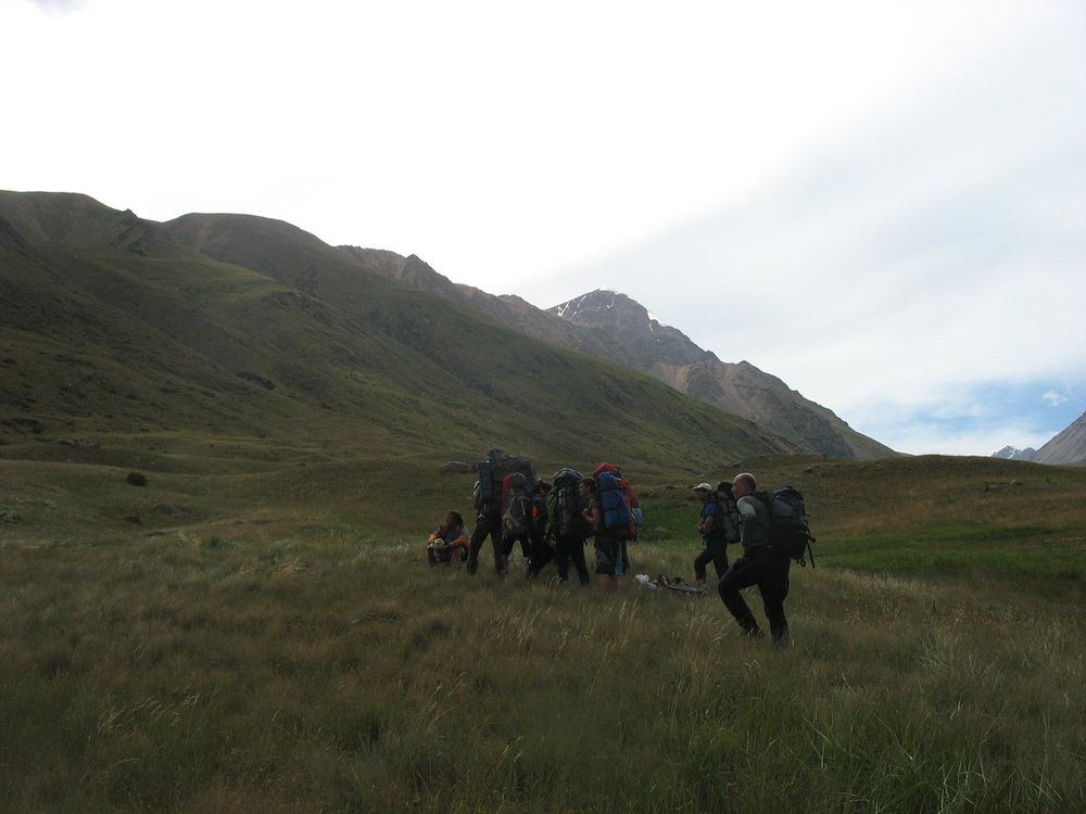 ВАлматинской области cотрудники экстренных служб эвакуировали группу русских туристов